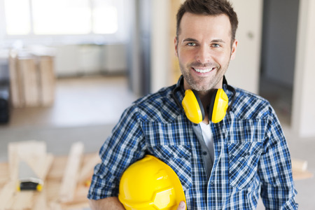 carpintero: Retrato de la sonrisa trabajador de la construcci�n