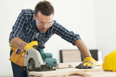 carpintero: Centrarse carpintero aserrado tablero de madera