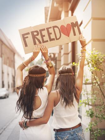 """Boho meisjes met label met de tekst """"Vrijheid"""" Stockfoto - 29421066"""