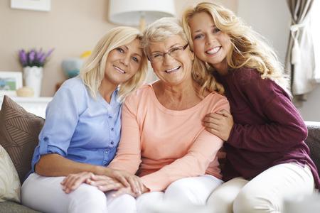 mama e hija: Reuni�n con la estrecha familia es muy importante para ellos