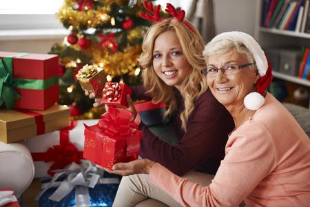 abuela: La abuela siempre nos visita en Navidad