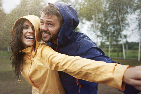 mouth couple: Romantic love in the pouring rain