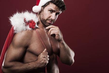 m�nner nackt: Weihnachtsmann mit Sack voller Weihnachtsgeschenke