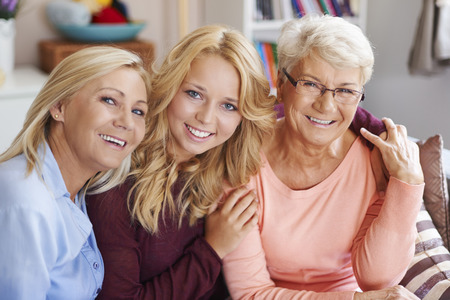 abrazar familia: Se quieren mucho Foto de archivo