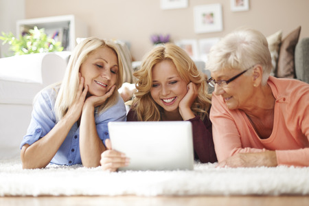 persuade: Persuade older people to use new technology