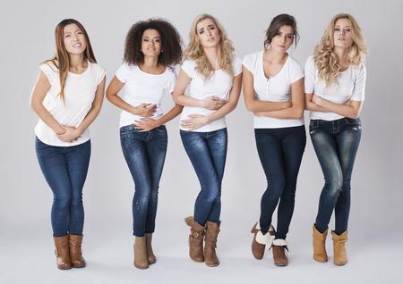 abdominal pain: Las mujeres con enorme dolor abdominal mensual