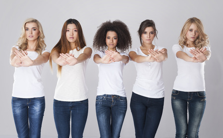 racismo: Pare el racismo, todo el mundo es un ser humano