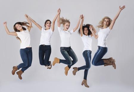 Viering van het succes door te springen