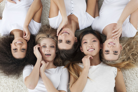 mooie vrouwen: Natuurlijke schoonheid van de multi-etnische vrouwen Stockfoto