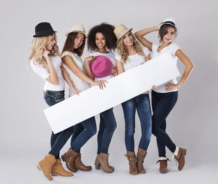 mujeres fashion: El horario de verano se acerca, ¿estás listo para esto? Foto de archivo