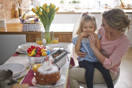woman eating cake: She cant wait for rest of guest