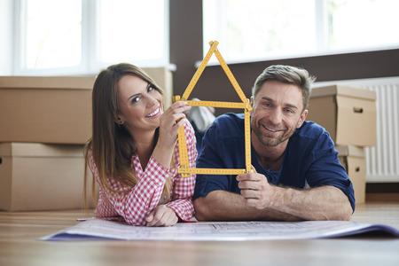 Erstellen Sie Ihr Zuhause mit Menschen, die Sie lieben, Standard-Bild - 37509642