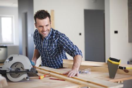 carpintero: Esta tabla ser� perfecto para la nueva estanter�a