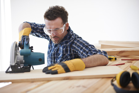 electric saw: Dont forget about safety when you use electric saw