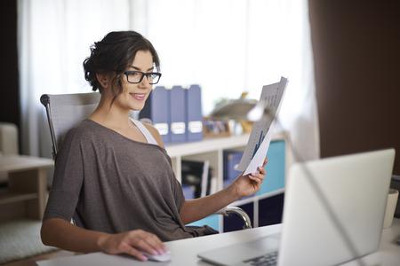 ambiente laboral: Ambiente de trabajo perfecto para ella