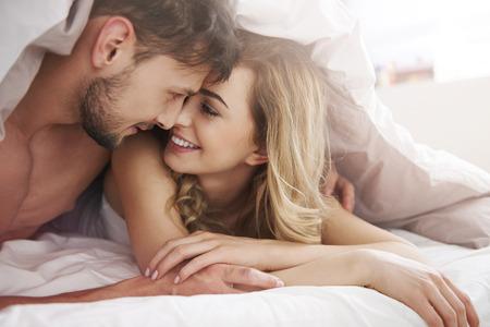 couple lit: Matin avec mon vrai amour sont sp�ciaux pour moi Banque d'images