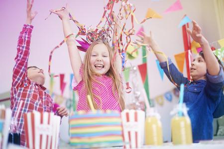 Fiesta de cumpleaños con los mejores amigos Foto de archivo - 38201848