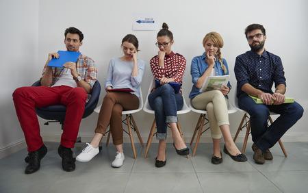 cadeira: Momentos estressantes para as pessoas na fila