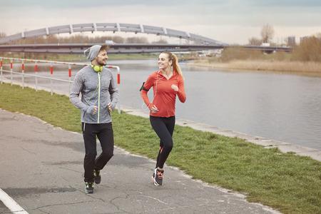 gente corriendo: Todos los d�as tenemos la oportunidad para la puesta en marcha Foto de archivo