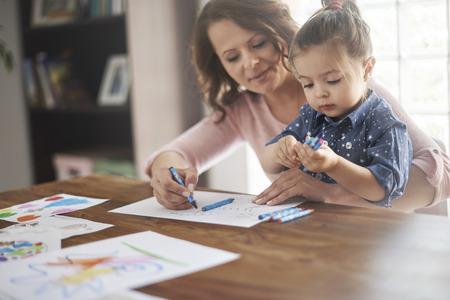 madre soltera: Nunca es demasiado pronto para que la educación del niño al jugar Foto de archivo
