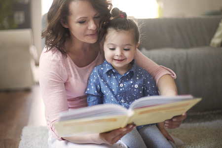 teaching children: Everyone likes read a books together