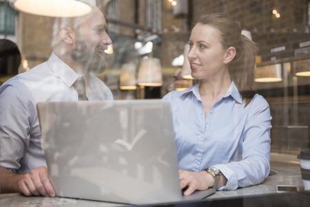 internet cafe: Cooperaci�n- el camino para el �xito en los negocios