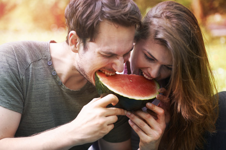 femme romantique: Watermelon comme un symbole de l'�t� Banque d'images
