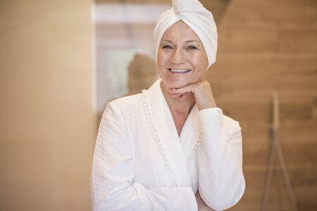 魅力的な女性はちょうどシャワーを撮影、
