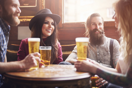 social drinking: Friends make your life funnier