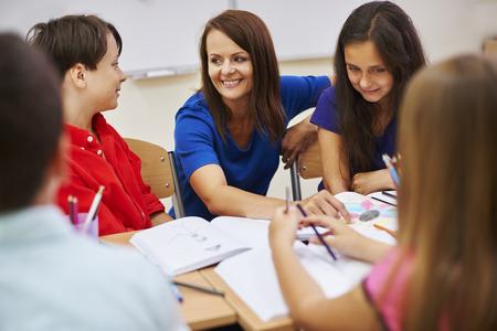 良い先生も良い友人を意味します。