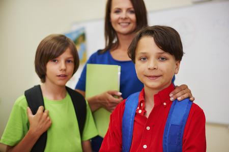 niño escuela: Con nuestro maestro de educación no es nada difícil