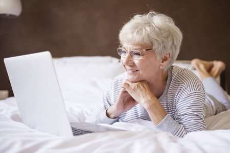 私のベッドとコンピューターは最高の組み合わせ