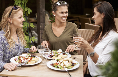 women friendship: Lifes too short to spend alone