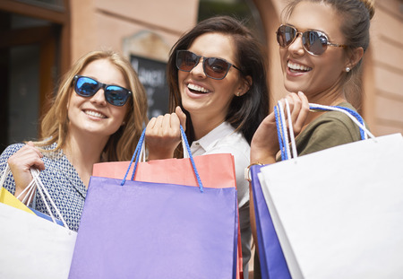 shopping buddies: Shopping queens in the city