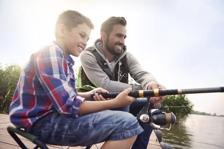 hombre pescando: Pesca en el lago es nuestra pasi�n com�n