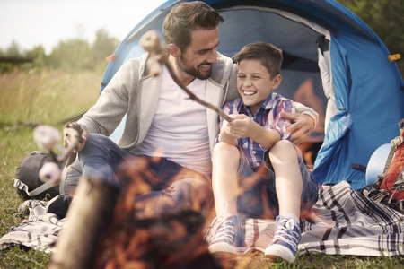 abrazar familia: Es el d�a s�lo para chicos