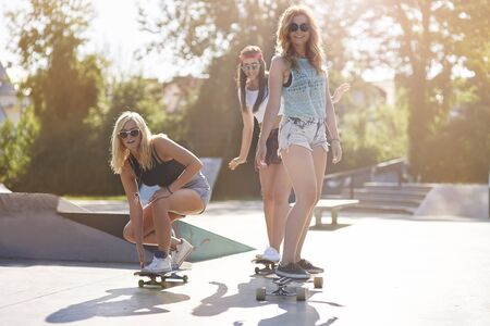 life style: Girls and them big passion for skateboard