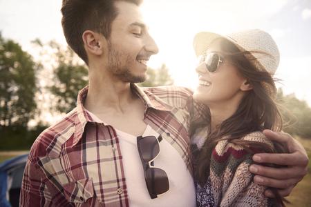 parejas enamoradas: Pares en amor en el camping