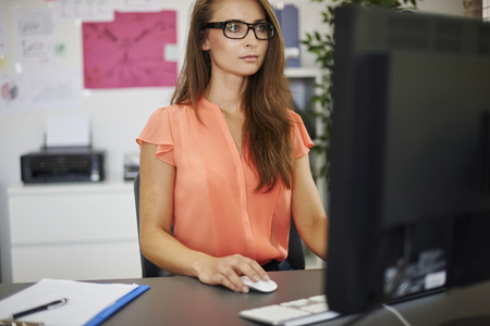 ejecutivo en oficina: Usted debe ser un profesional para trabajar con nosotros