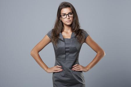 persona de pie: Soy mujer de negocios, que es un trabajo serio Foto de archivo