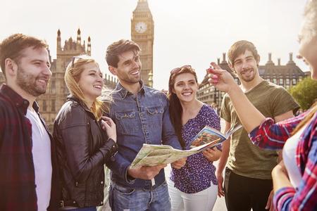 Groep vrienden tegen de Big Ben Stockfoto