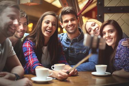 drinking coffe: Tres, dos, uno y todo el mundo dice queso
