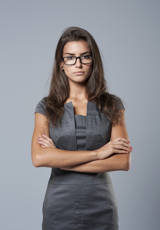 Serieuze zaken vrouw in modieuze kleding