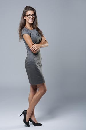 グレーのプロ、自信を持って女性実業家