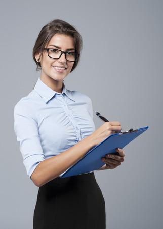 empleado de oficina: Tengo que notar informaciones importantes