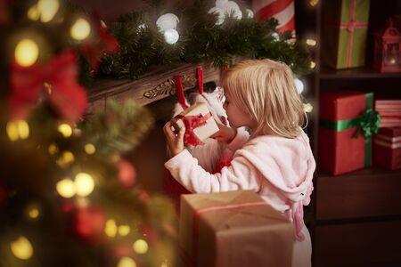 uitpakken: Finally she can unpack her presents