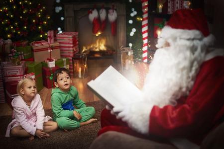 santa claus�: Pap� Noel es el mejor contador de historias Foto de archivo