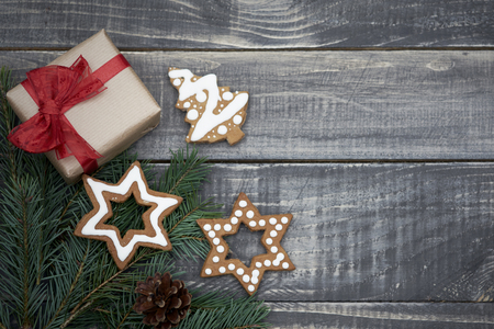 gingerbread cookie: Christmas ornament on old planks