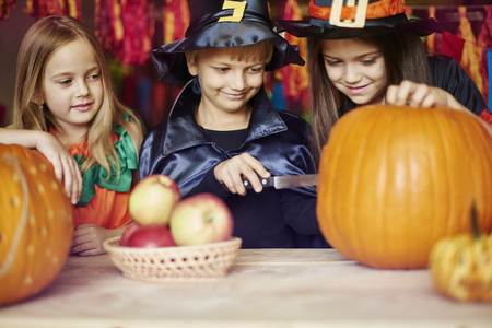 carvings: Carving a pumpkin is a duty of the boy Stock Photo