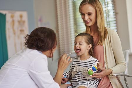 dutiful: Routine examination of little girls throat